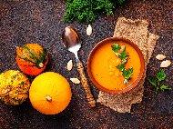 Австрийска крем супа от тиква Хокайдо, картофи и моркови